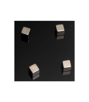 Pochette de 4 aimants carrés 10x10x10mm - NAGA
